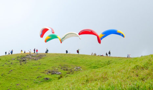 Paragliding in Vagamon - Seasonz India Holidays