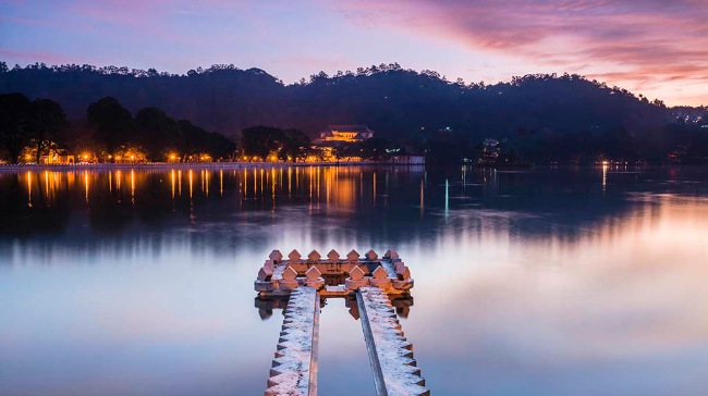 Sunrise at Kandy Lake