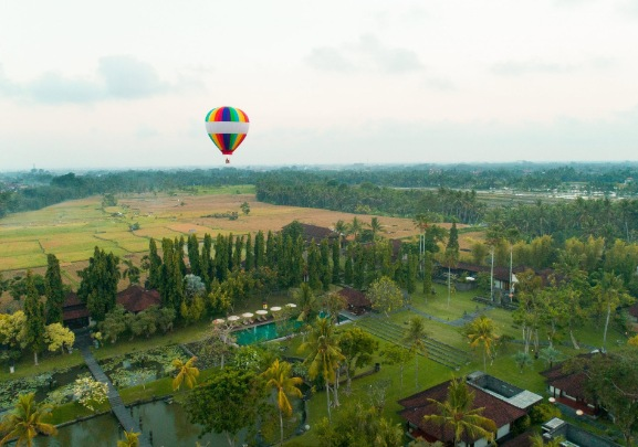 Dinner with Hot Air Ballooning at Chedi Club