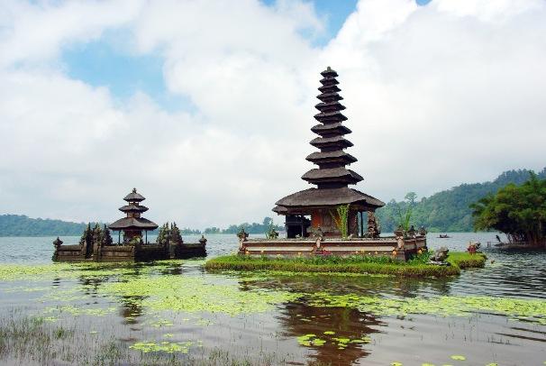 Visit Ulun Danu Temple