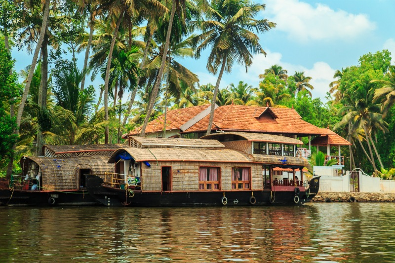 Kerala Honeymoon Package with Houseboat - Strawberry