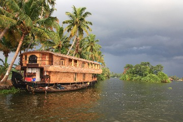 Thekkady to Alleppey Houseboat