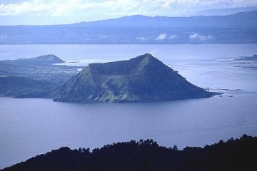 Taal Trekking Tour with lunch